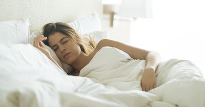 Eierstockkrebs: 10 Anzeichen, die Frauen niemals ignorieren sollten
