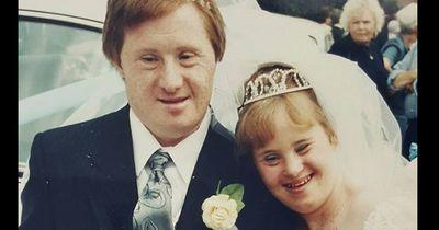 Erstes Ehepaar mit Down-Syndrom feiert 22. Hochzeitstag