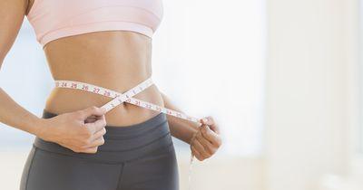 Zwei Sportübungen für einen flachen Bauch