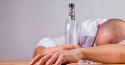 An diesen Warnzeichen erkennt man einen Alkoholiker