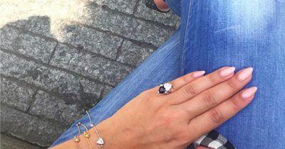 Ringfinger? Nö! Darum tragen nun alle einen Ring am kleinen Finger